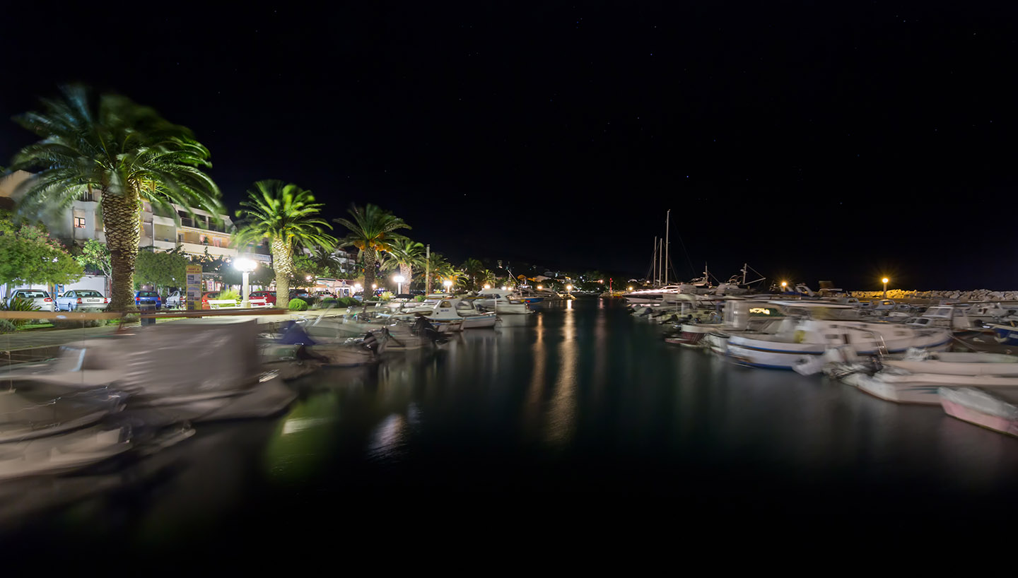 tucepi marina night